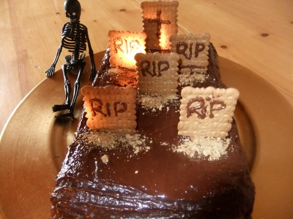 Cementerio de chocolate y galletas para Halloween