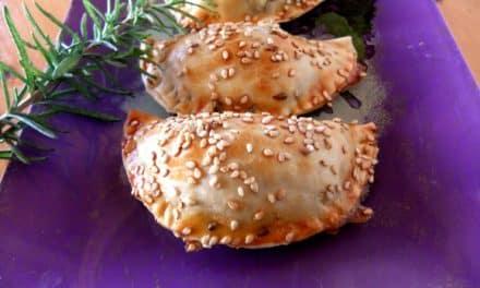 Empanadillas de berenjena asada, tomate y mozarella