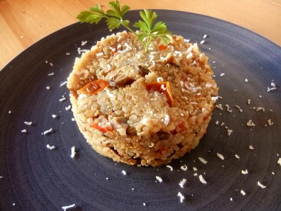 Risotto de quinoa, setas y tomatitos secos
