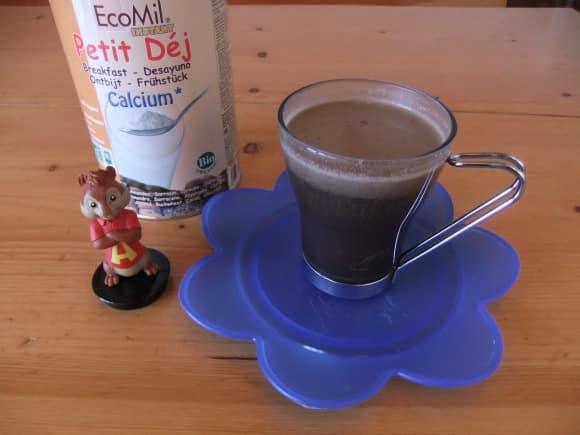 Bebida instantánea de algarroba, frutos secos y cereales