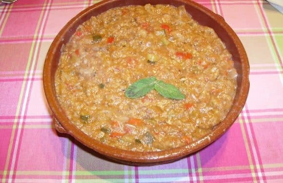Receta de sopa de tomate con pan viejo al aroma de hierbabuena