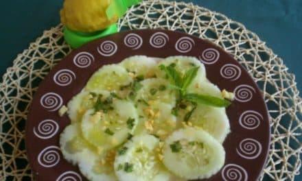 Receta de ensalada de pepino con menta, ajitos fritos y limón