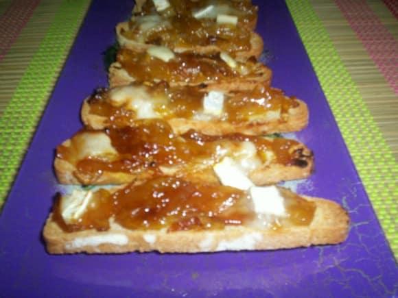 Receta de tostadas de cebolla confitada a la naranja