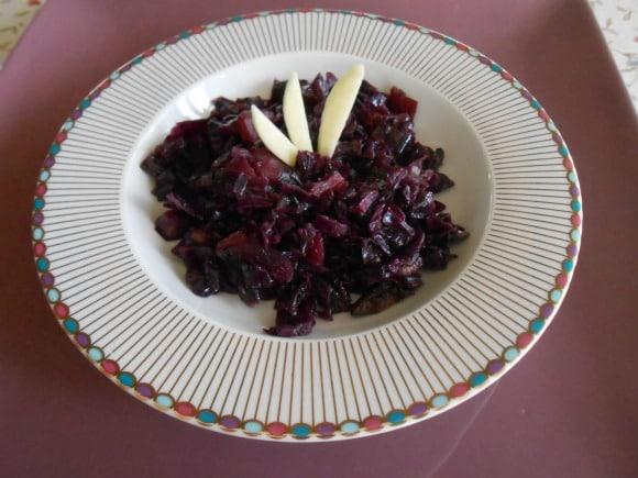 Receta de col lombarda confitada con manzanas y champiñones