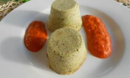 Receta de flanecitos de brócoli y puerros con avena y salsa de pimientos