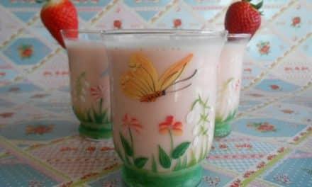 Receta de Lassi de agua de rosas y fresas