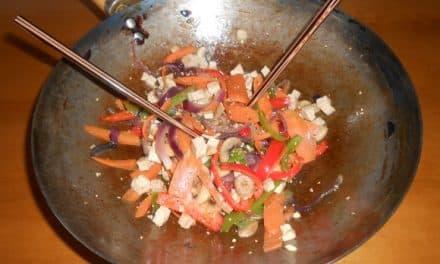 Receta de wok de tofu marinado con verduritas