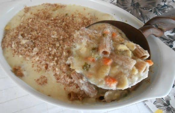 Receta de pasta con verduritas y bechamel de coliflor con gratinado de almendras