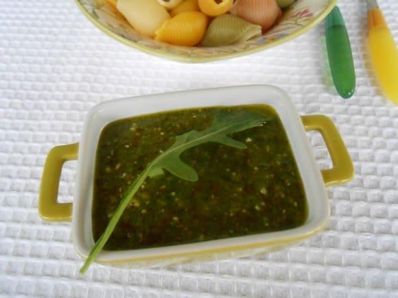 Receta de pesto de rúcula y almendras (crudivegana)