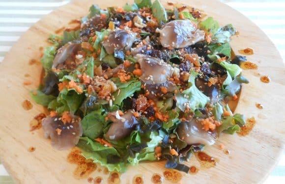 Receta de ensalada con setas shiitake, algas y frutos secos