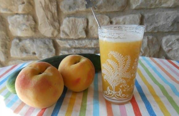 Receta de zumo de melocotones, pepino y melón