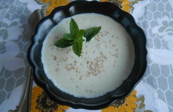 Receta de sopa fría libanesa de pepino y menta
