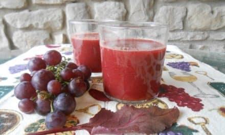 Receta de zumo de uva negra con hojas de remolacha