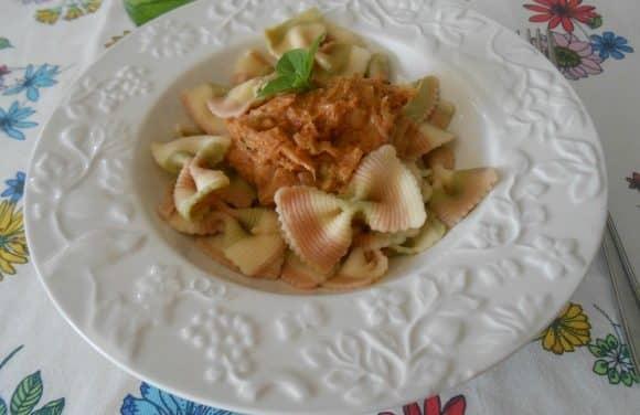 Receta de pasta con salsa de puerros, tomates secos y albahaca