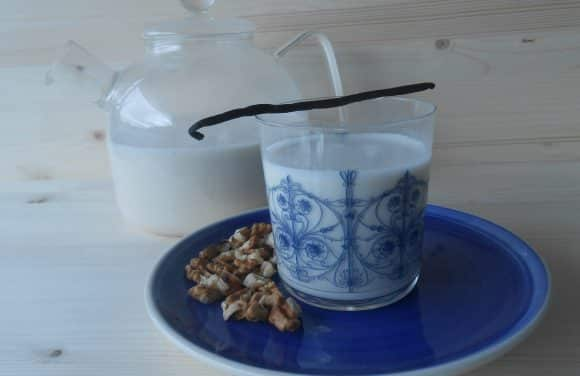 Receta de leche de nueces con vainilla y dátiles (vídeo)