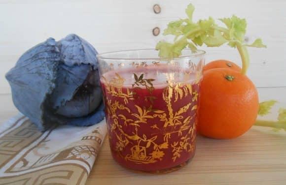Receta de zumo de col lombarda con apio y naranjas