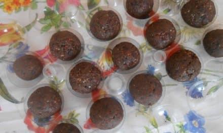 Receta de bolitas energéticas con arándanos, semillas de cáñamo y chocolate negro