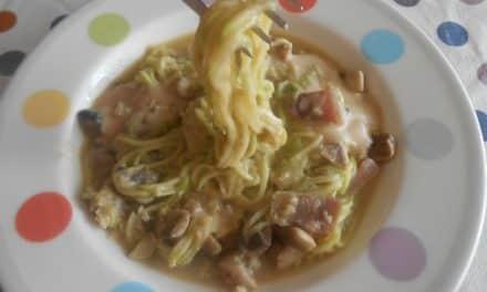 Receta de «espaguetis» de calabacín a la carbonara con Salsa de Cabrales