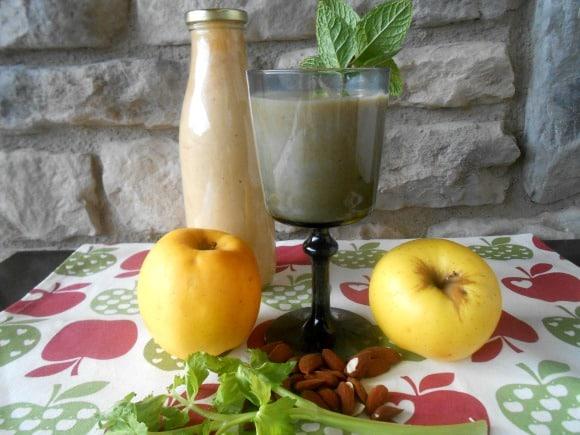 Receta de zumo de manzana, apio, almendras y menta