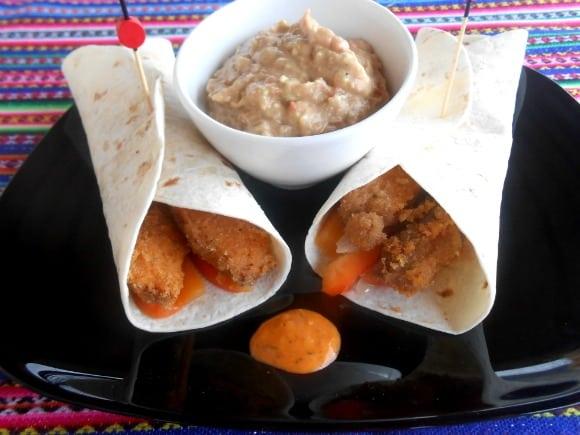 Receta de burritos de verduritas con seitán empanado con salsa Barbacoa Mediterránea y guacamole clásico