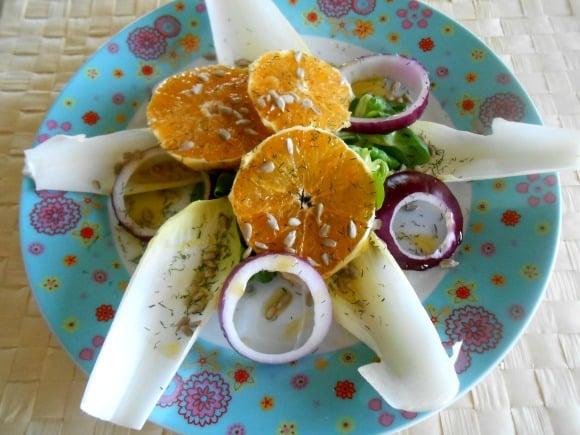Ensalada de naranja, berros y cebolla roja al eneldo
