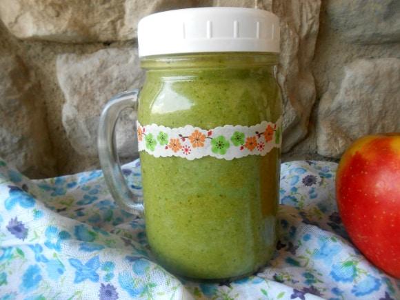 Receta de smoothie verde con agua de coco y semillas de lino