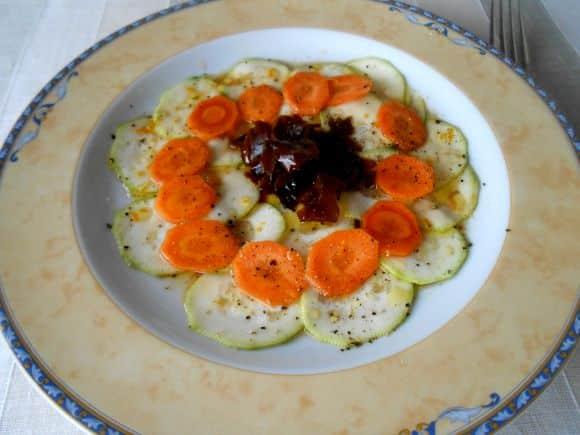 Receta de carpaccio de calabacín y zanahoria con aliño de alga dulse