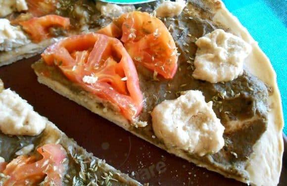 Receta de pizza de berenjena, tomate y «queso» de anacardos