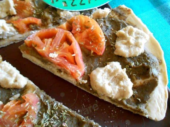 """Receta de pizza de berenjena, tomate y """"queso"""" de anacardos"""