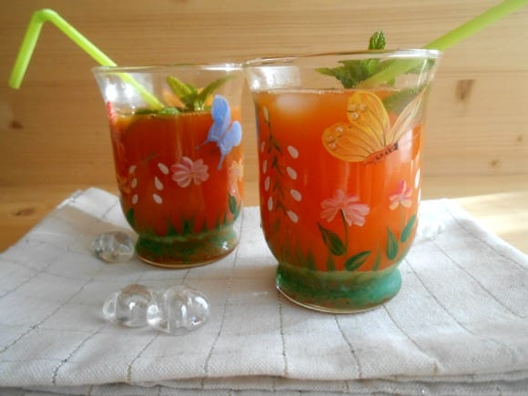 «Cóctel» chispeante de zanahoria y limón a la menta