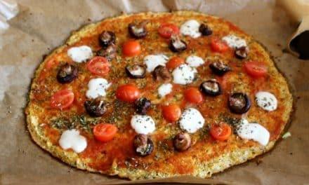 Receta de pizza casera con masa de coliflor