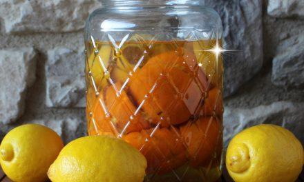 Cómo hacer vinagre de cítricos para la limpieza natural del hogar